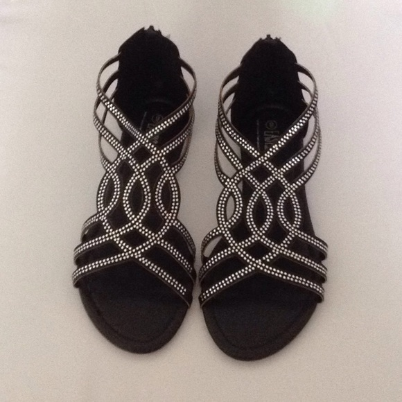 bfdefed504709c Women s black flat sandals NEW IN BOX size 9